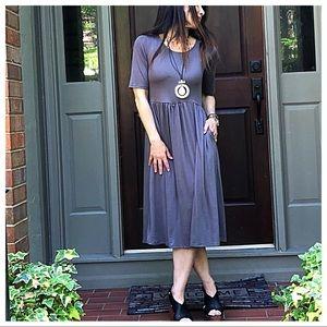 Dresses & Skirts - Chic round neck midi dress with waist shirring